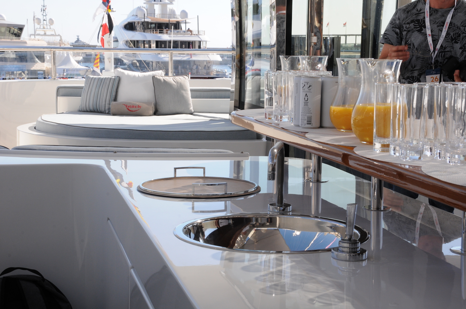yacht-parties-cocktail-set-up-on-Latitude